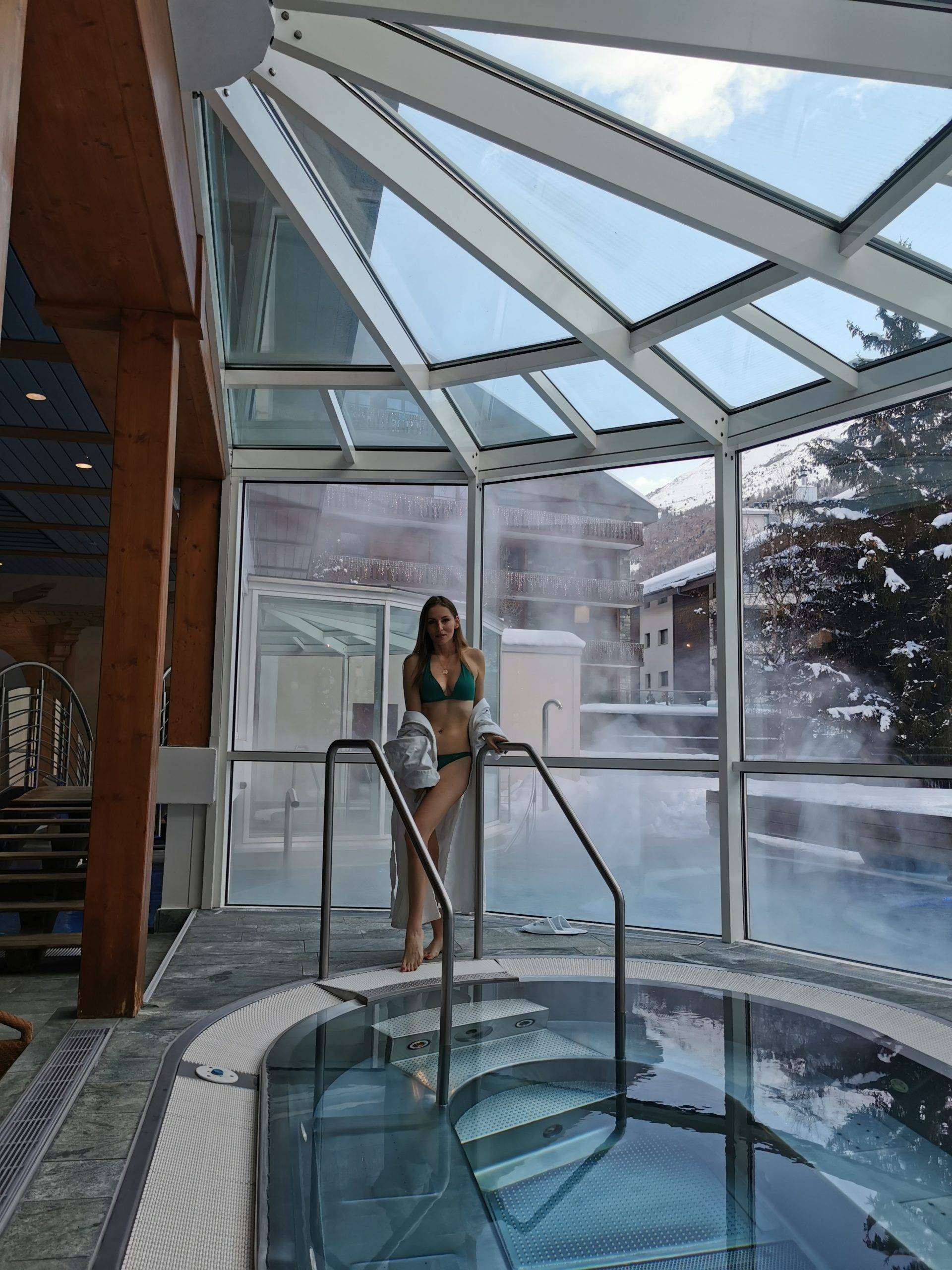 Spa in Mont Cervin Palace. Jaccuzzi and @bella_zofia