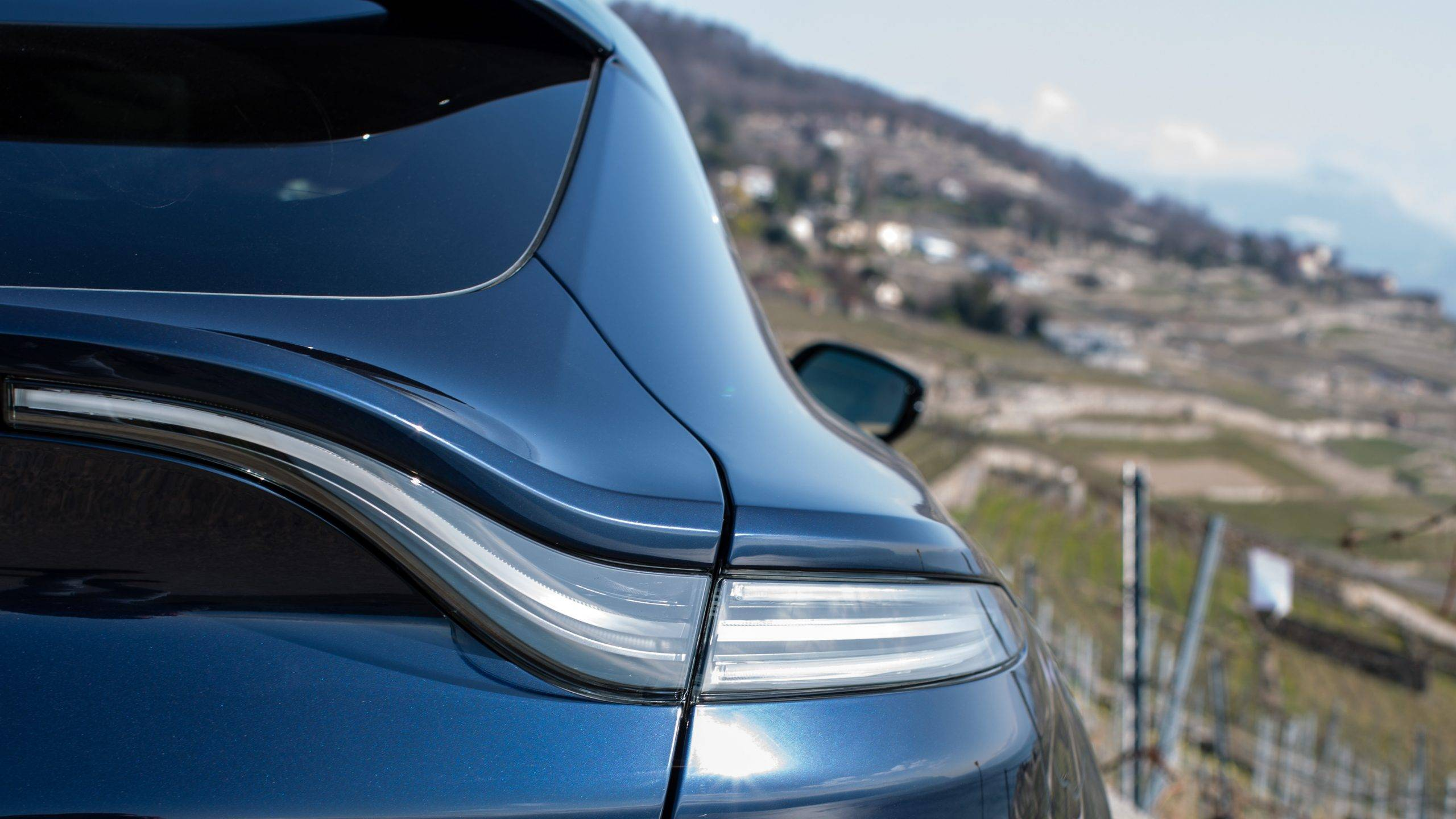 Aston Martin DBX SUV- A modern masterpiece 3