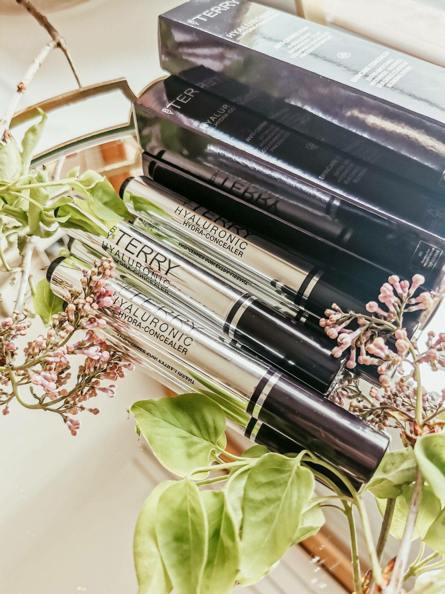By Terry, Hyaluronic Hydra-Concealer  review  by Izabela Switon-Kulinska Bella_zofia Swiss Blogger, Swiss Influencer